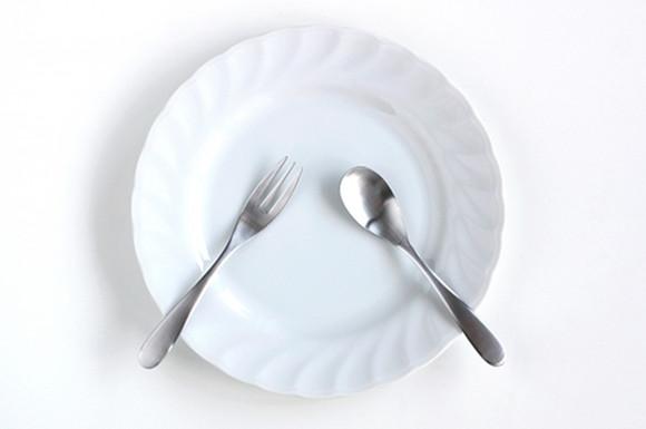 皿とスプーン、フォーク