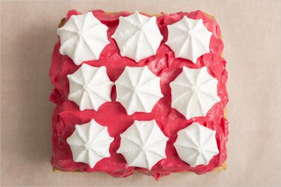 メレンゲクッキーの乗ったケーキ